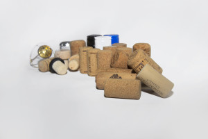 Cork, synthetic and screw stoppers and wire cages from our offer